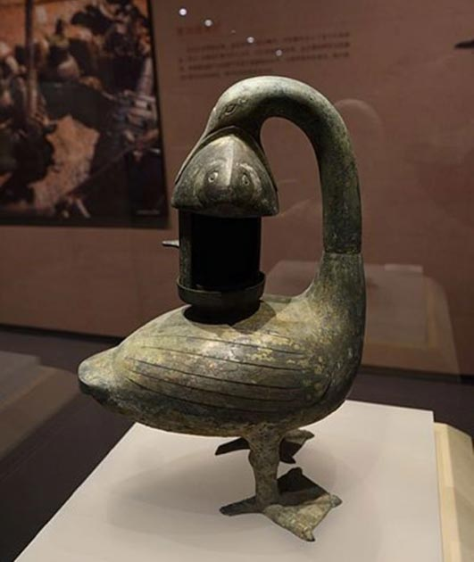 Goose-shaped bronze lamp excavated from the tomb of Marquis of Haihun. (Siyuwj /CC BY SA 4.0)