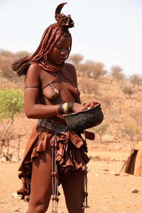 Himba woman of Namibia (Yves Picq / CC BY-SA 1.0)