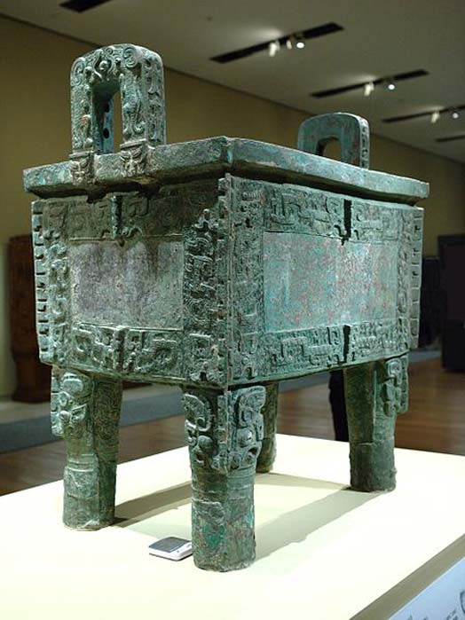 Houmuwu Ding, also known as Simuwu Ding is the heaviest piece of bronze work found in China so far. It was made in the late Shang Dynasty at Anyang (c. 1300 – 1046 BC). (Mlogic/CC BY SA 3.0)