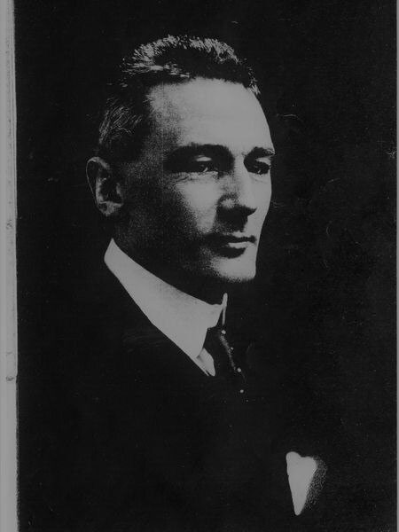 The British spy Hugh Pakenham Borthwick photographed in 1911 about seven years after he suddenly bought the Island of Isla del Fraile in southeastern Spain. (El Pais English version)