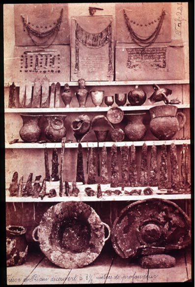 "Items from the Troy II treasure (""Priam's Treasure"") discovered by Heinrich Schliemann."