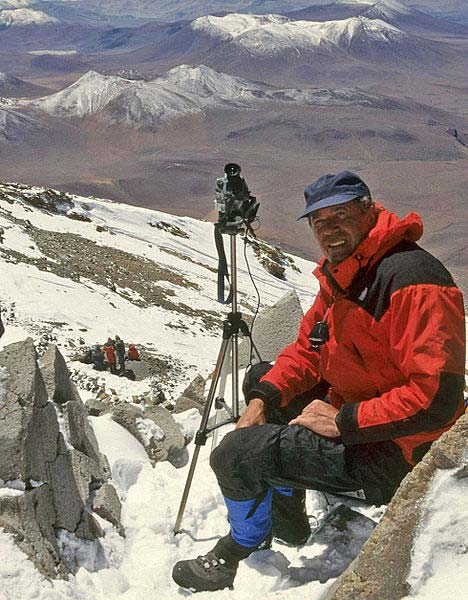 Johan Reinhard filming on summit of Llullaillaco volcano during the rescue of the Inca mummies in 1999. (CC BY-SA 3.0)