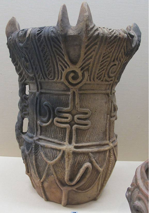 Jomon vessel dated to the Middle Period, (3000–2000 BC).