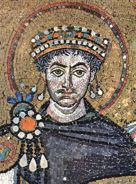 Justinian I wears Tyrian purple in San Vitale Basilica, Ravenna. (Public domain)