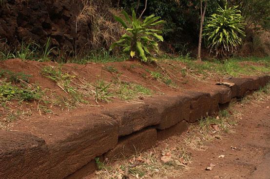 Kikiaola facing stones