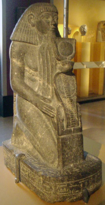 Kneeling statue of Senenmut.