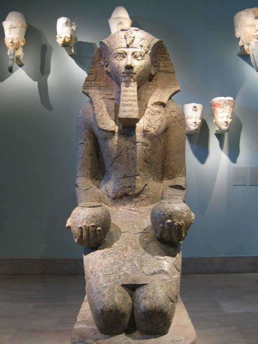 Large kneeling statue of Hatshepsut, by Peter Roan.