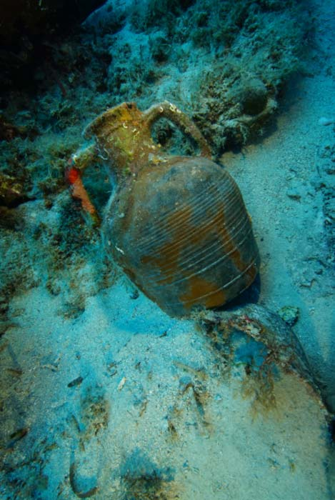 A Late Roman amphora on the seafloor by Vasilis Mentogianis
