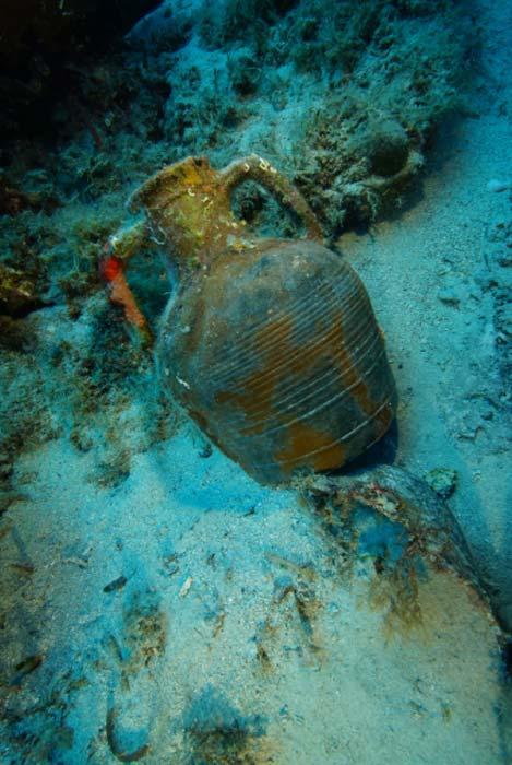 A Late Roman amphora on the seafloor by Vasilis Mentogianis