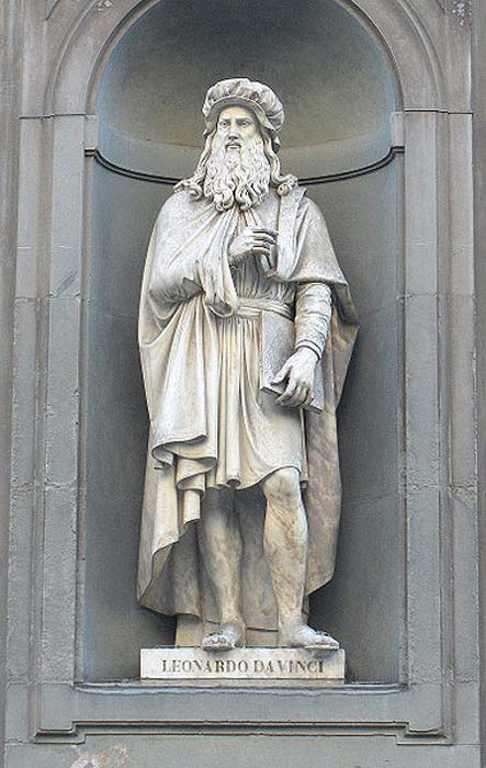 Leonardo da Vinci statue outside the Uffizi, Florence, by Luigi Pampaloni.