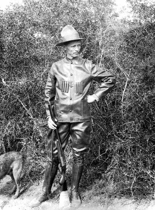 Major Philip Jacobus Pretorius armed for an elephant hunt. (Public Domain)
