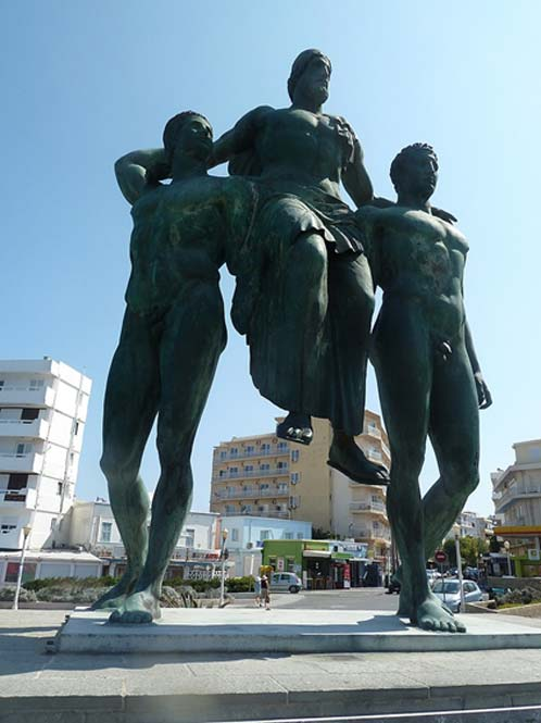 Modern statue of Diagoras and his sons in Rhodes. (CC BY-SA 4.0)