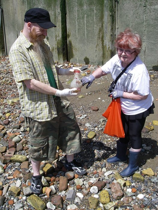 Mudlarking On The Thames - The Antiques Roadshow - Dingo and Madelyn discuss an etched bottle with red-glass camels on it. (Dauvit Alexander / CC BY-SA 2.0)