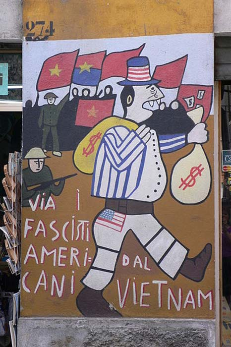 Mural by Francisco del Casino against the Vietnam War.