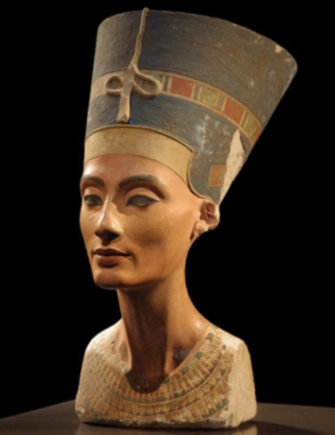 The bust of Nefertiti on display at the Neues Museum in Germany. (Xenon 77 / CC BY-SA 3.0)