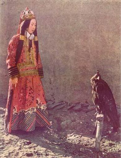 FIG 2.1. Nirgidma with her eagle. Photo by Maynard Owen Williams, National Geographic 1932