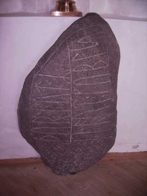 The Nørre Nærå Runestone (Soren Moller, Creative Commons)