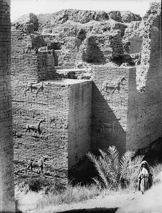 Photo of the remains from the 1930s of the excavation site in Babylon. (Public Domain)