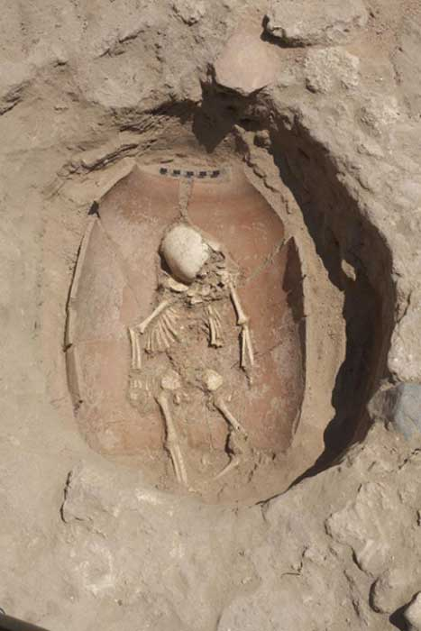 Photograph of infant burial at the Philistine Cemetery at Ashkelon. Photographer: Ilan Sztulman. Courtesy Leon Levy Expedition to Ashkelon