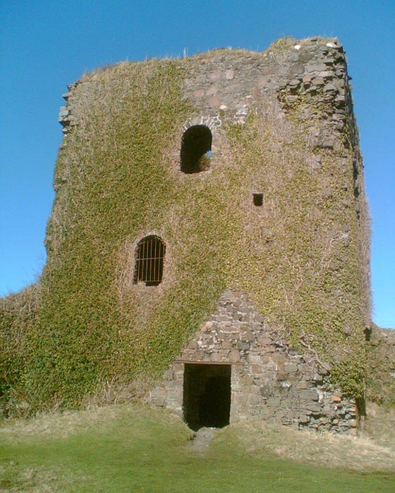 Photos of Dunollie Castle, picture taken February 2007