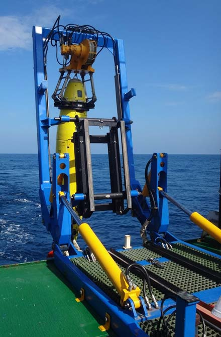 REMUS 6000 being deployed off the Colombian Navy research ship ARC Malpelo. (Image: Mike Purcell, Woods Hole Oceanographic Institution)