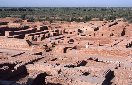 fresh excavations at largest harappan site Dholavira (gujarati: ધોળાવીરા) is an archaeological site at khadirbet in  bhachau taluka of  it has been under excavation since 1990 by the  archaeological survey of india,  the other major harappan sites discovered so  far are: harappa,  they were used for storing fresh water brought by rains or to  store water.