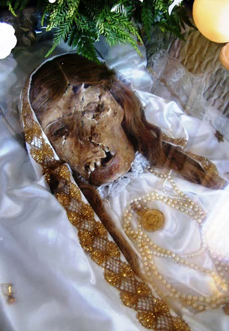 Sacred remains of Maria Adelaide are still fairly well preserved. (Public Domain)