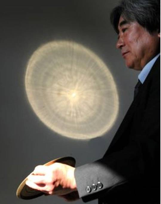 When sunlight reflects off the surface of the replica of a Sankakubuchi Shinjukyo mirror, patterns engraved on the back are projected on a wall at the Kyoto National Museum.