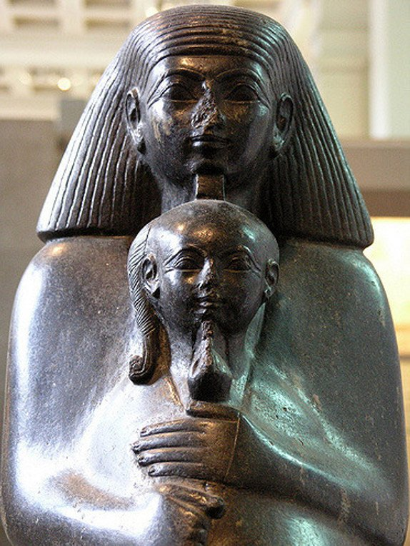 Senenmut hugs Neferure in a statue from the British Museum.