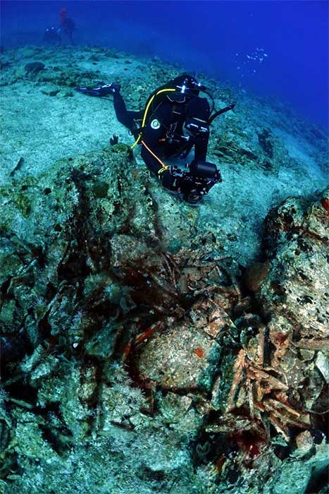 The Roman shipwreck with a load of amphorae was constructed in Spain between the 1st and 3rd century AD.