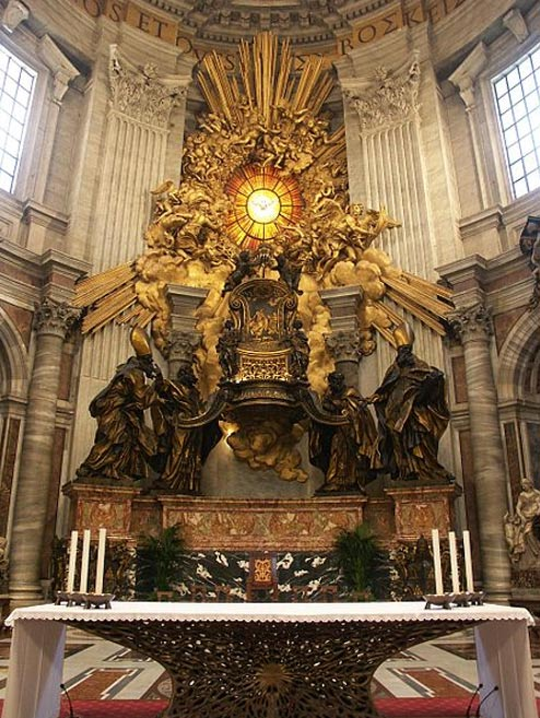 El Trono de San Pedro, una reliquia medieval ubicado en la Basílica de San Pedro, Ciudad del Vaticano