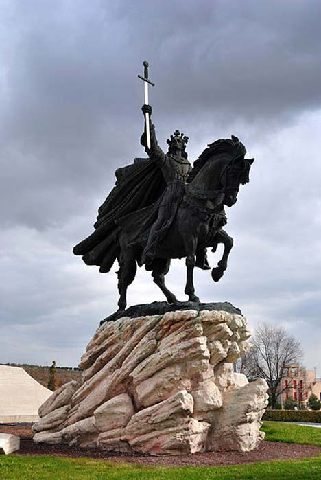 Statue of Alfonso VI of Castile, By Francisco Javier Martín Fernández.