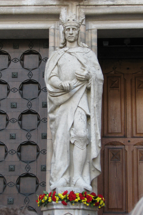 Statue of King Erik outside Uppsala Cathedral.
