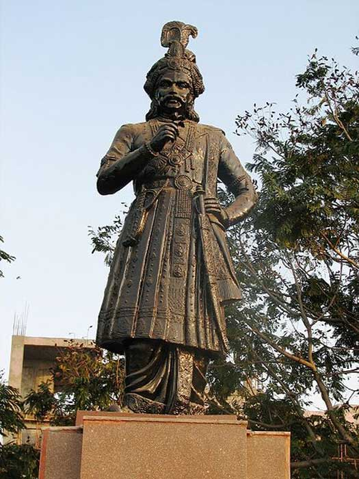 Statue of King Krishnadeva Raya. (Public Domain)