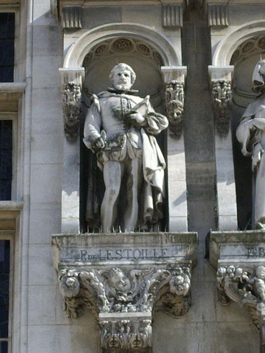 Statue of Pierre de l'Estoile. (Harmonia Amanda / CC BY-SA 3.0)