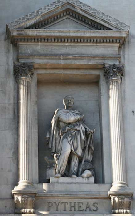 Statue of Pythéas by Auguste Ottin (1811-1890) in front of the Exchange in Marseille