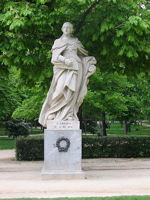 Statue of Queen Urraca in Parque del Buen Retiro (Madrid, Spain).