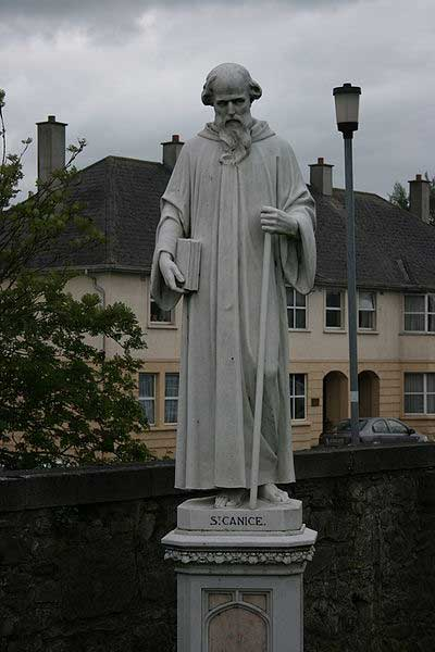 Statue of Saint Canice, Catholic St.Canice Church, Kilkenny, Ireland. (CC BY SA 3.0)