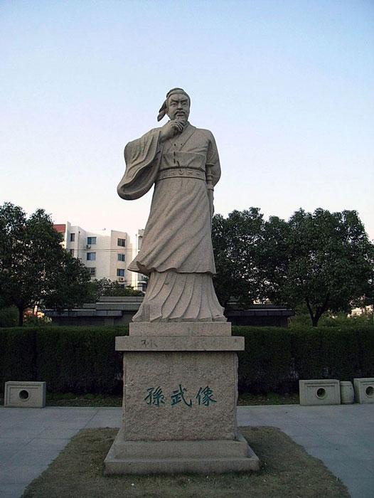 Statue of Sun Tzu in Suzhou, Jiangsu, China. (kanegon/CC BY 2.0)