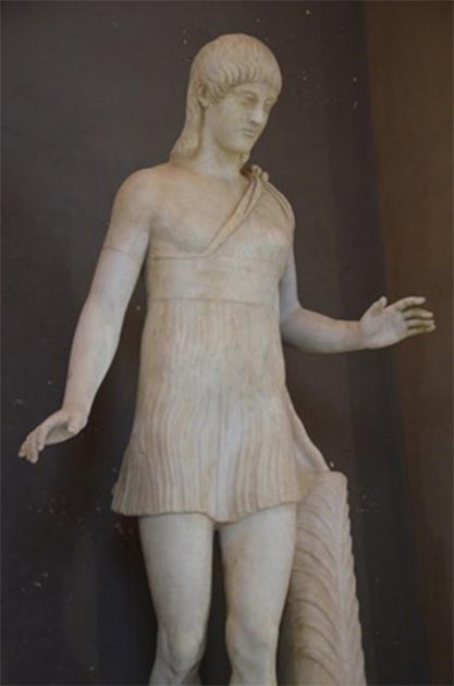 Statue of woman wearing a short chiton, to show what Spartan women may have looked like. (Carole Raddato / CC BY-SA 2.0)