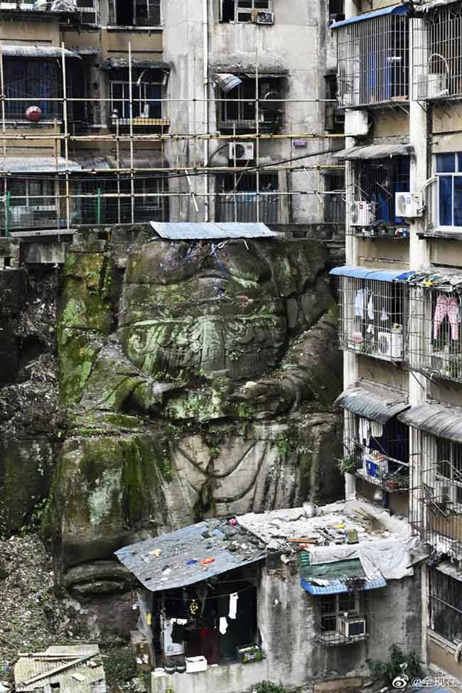 "The huge headless 'Buddha' statue was discovered in a residential complex in Chongqing, southwest China. (Photo by Weibo user ""全现在"")"