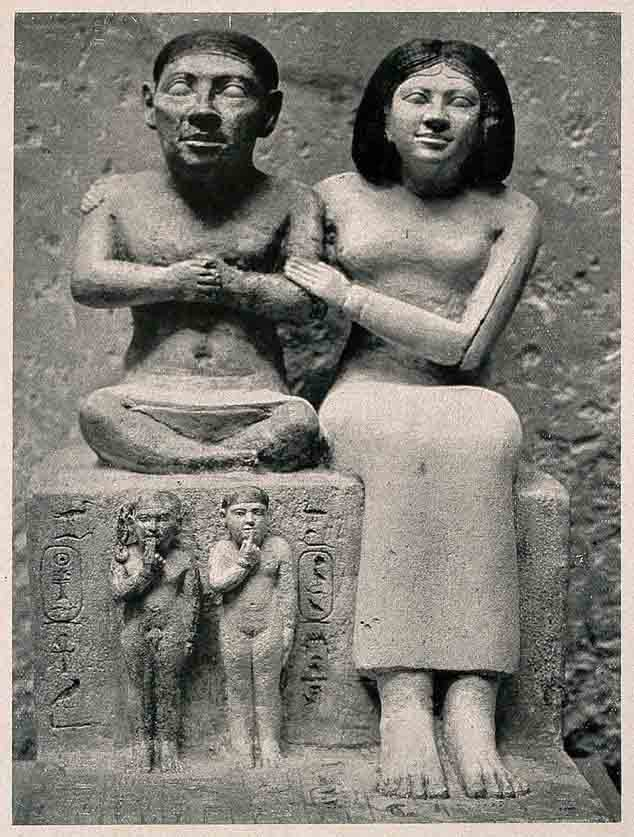 The statue of Seneb with his family housed at the Cairo Museum has led Egyptologists to believe that Seneb suffered from achondroplasia, one of the features of which is dwarfism. (Wellcome Images / CC BY 4.0)