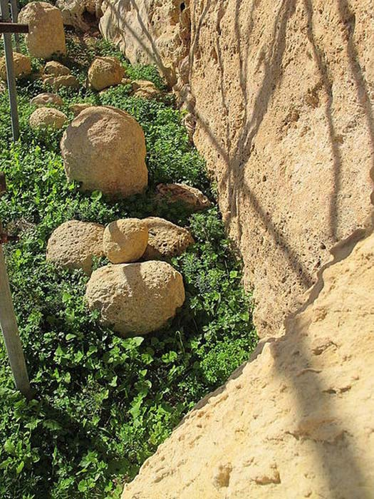 Stone spheres found at Ġgantija.
