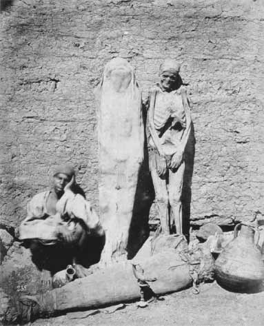 Street vendor selling mummies in Egypt, circa 1865. (Public Domain)