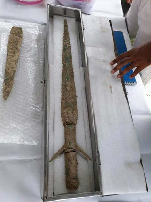 Swords and daggers were also found in some of the burials. (Times of India)