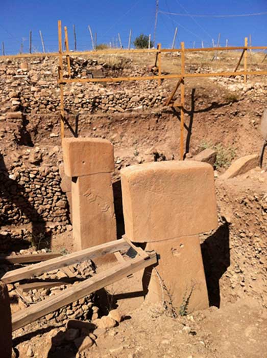 T-shaped pillars and a fox relief at Göbekli Tepe