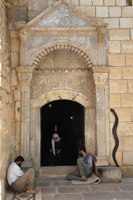 Temple entry at Lalish  (MikaelF / CC BY-SA 3.0)