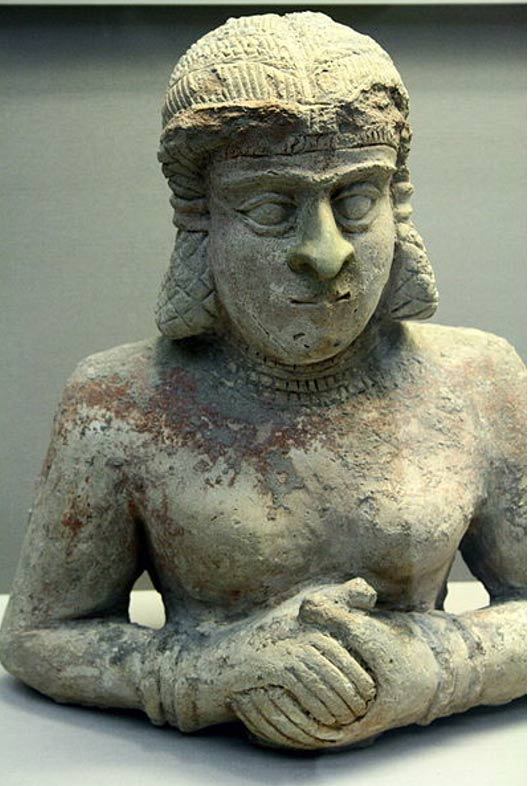 Terracotta statue of a woman. Old Babylonian (2000-1700 BC), with traces of red Paint. British Museum.