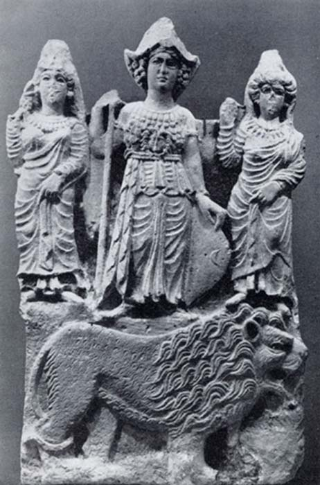 The Arabian goddess Allat standing on a lion flanked by two female figures, possibly Manat and al-Uzza. (JDHaidar / Public Domain)