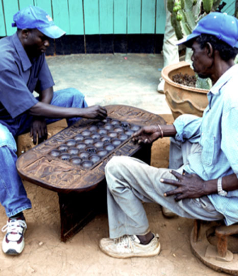 The Cwezi created the complicated board game - Omweeso. (Moongateclimber / Public Domain)